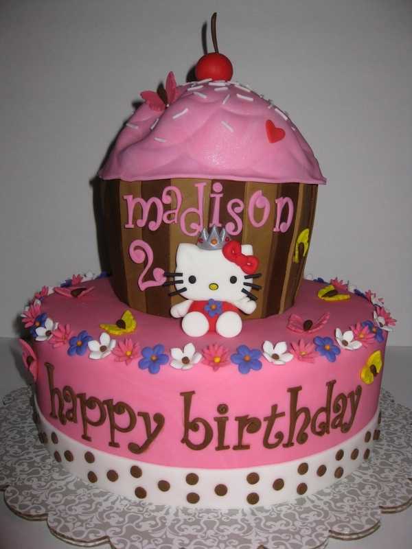 hello kitty fondant cake with cup cakes