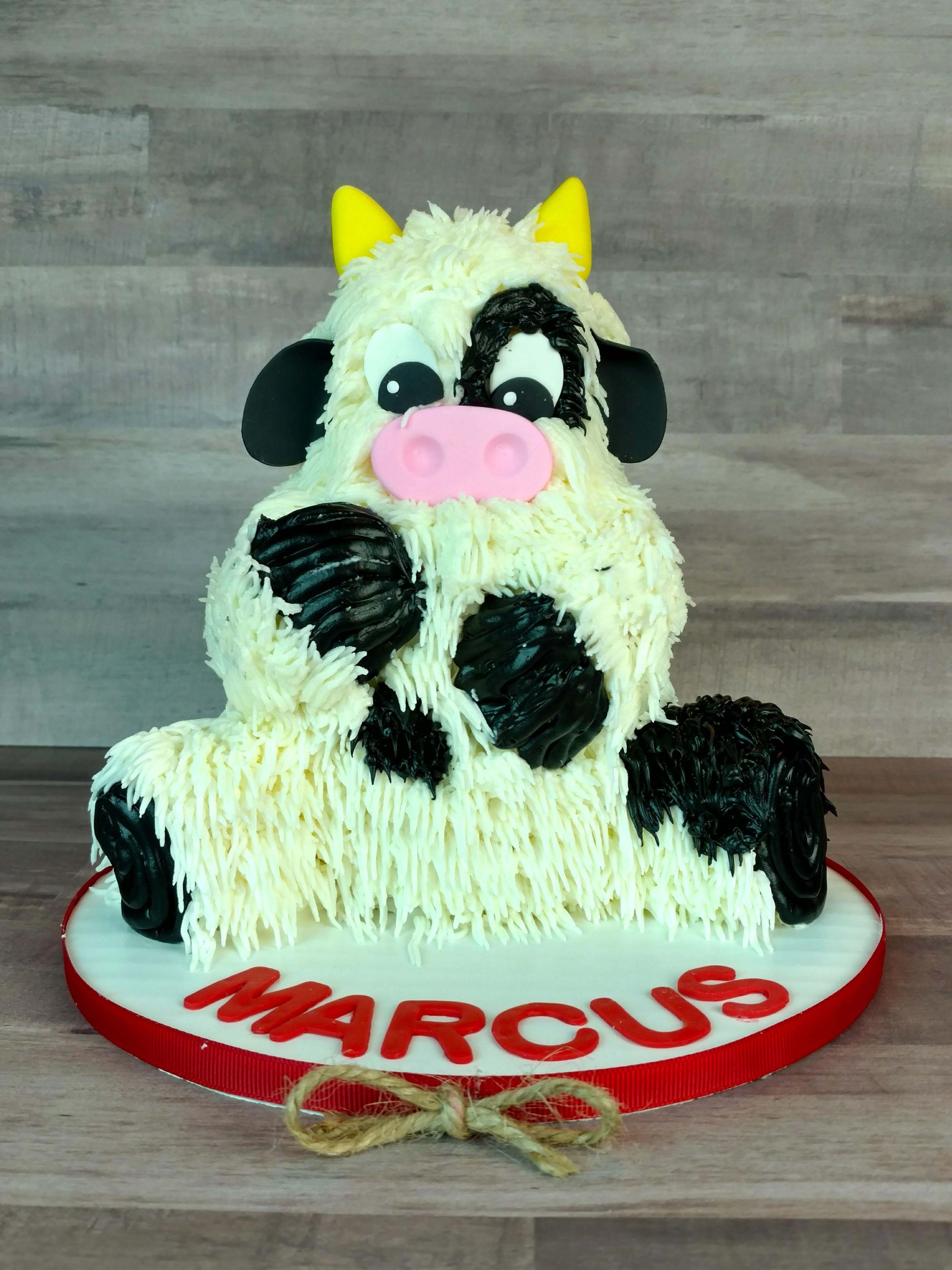 Marcuss Little Cow Cake