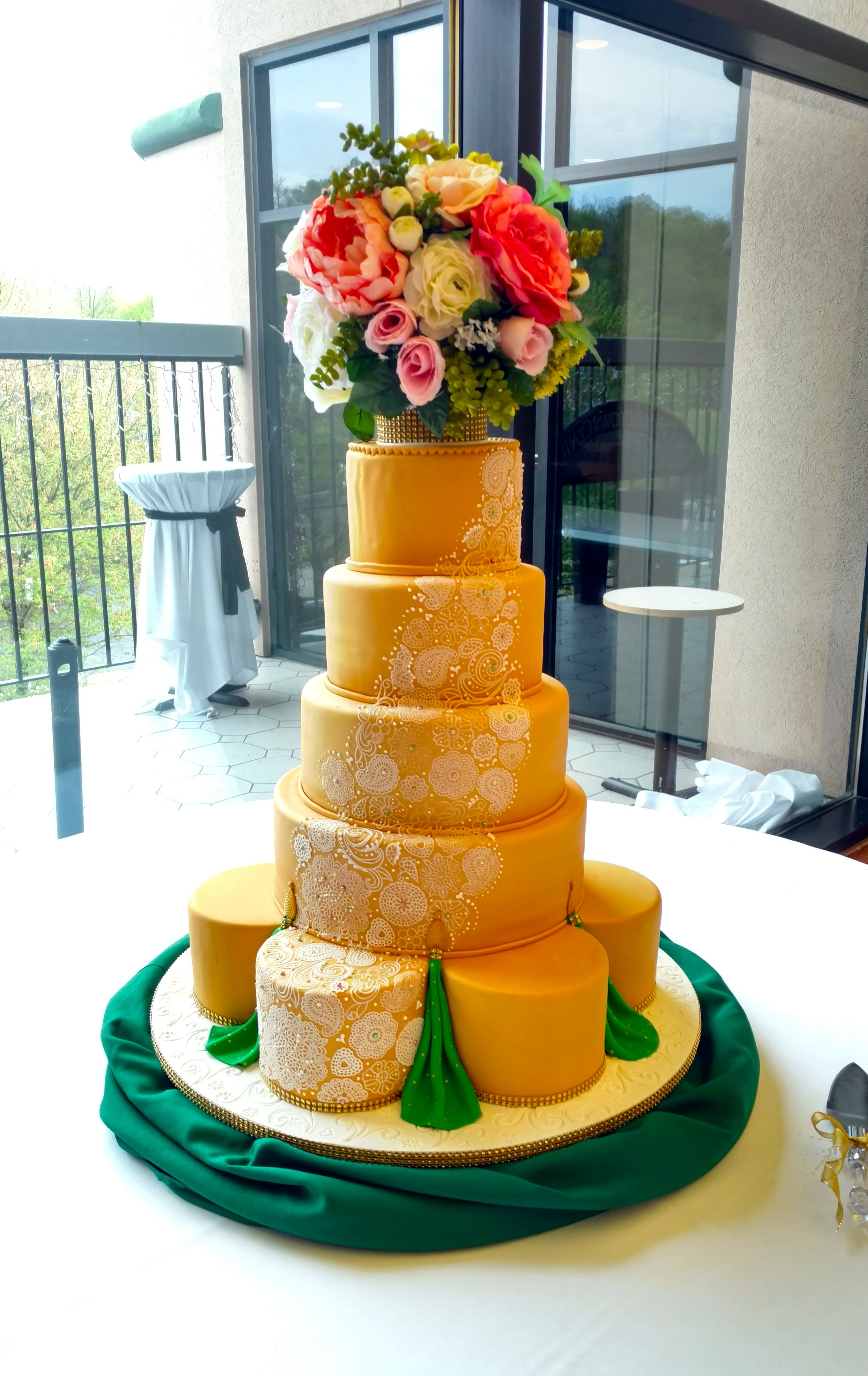 Simmi & Dave's Wedding Cake