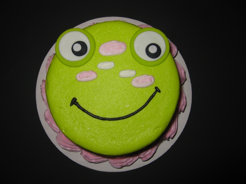 Lyla's Froggy Smash Cake