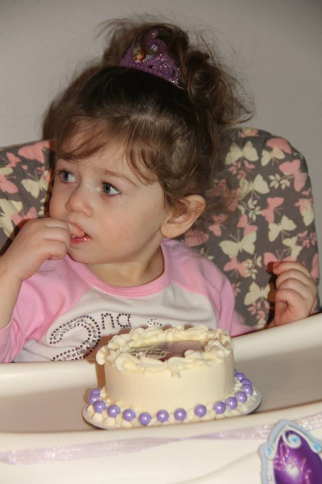 Lyla with her Sofia the First cake