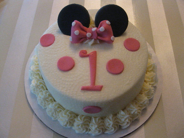 Arianna's Minnie Mouse Smash Cake